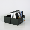 … enthält unser Papiermusterbuch und Materialmusterbuch aus dem Großformatdruck sowie Materialmuster weiterer Werbesysteme