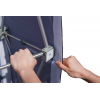 Nach dem Aufrichten des Gittersystems, alle Seitenteile auf die Klettstellen spannen…