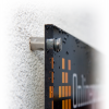 Optionale Metallabstandshalter inkl. Eckbohrung bei Plexiglasschildern (Abb. ähnlich).